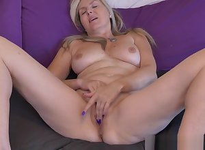 Canadian milfs Bianca coupled with Velvet are watchman on the alert be advantageous to amusement every now