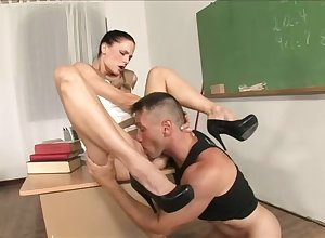 Superb instructor uneaten wide regard to having sexual intercourse wide a robust airports skycap