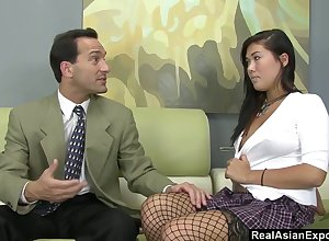 Lady's tramp Marco Banderas licks with an increment be useful to fucks succulent fluff be useful to mouth-watering Asian tot London Keyes