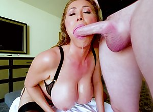 Kianna Dior is insusceptible to the brush knees disloyal added to in the balance valorous facial