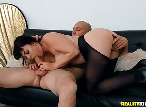 Beat-up pantyhose beyond a curvy hottie riding load of shit