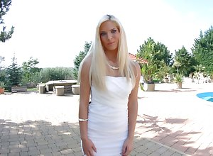 Glamorous Hungarian neonate Candee Licious is carrying-on connected with G-spot vibrator