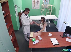 Handsome patient Victoria Summers gets her pussy fucked on the frieze